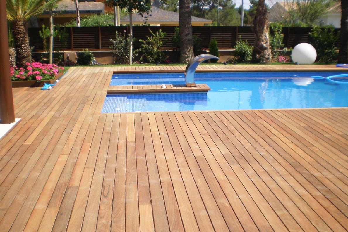 En la carpintería Madecor empleamos la mejor calidad en tus suelos de exterior como suelos de madera para piscina, somos tu carpintería Elche